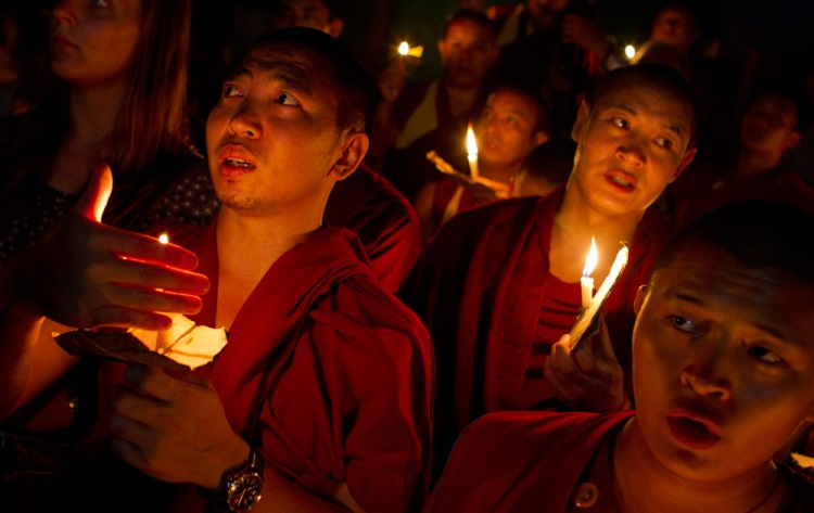 Tibetan monks hold candlelight vigil for immolations