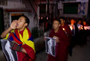 Candlelight vigil for Tibetans who have self-immolated or been injured or killed in protests against Chinese rule. Photo by Angus McDonald